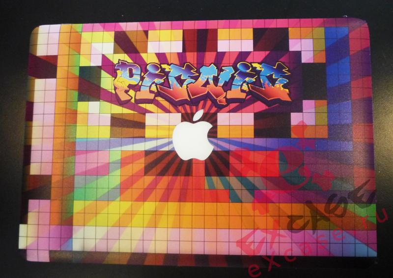 MacBook с рисунком на корпусе