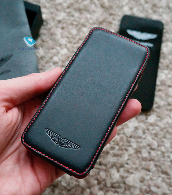 Aston-Martin-released-Case-for-iPhone - 2.jpg