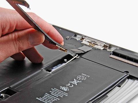 Снятие DATA-кабеля и модуля Wi-Fi iPad