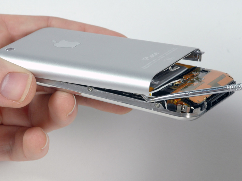 13-Removing-the-rear-cover-with-aluminum-iphone-2g-6.jpg