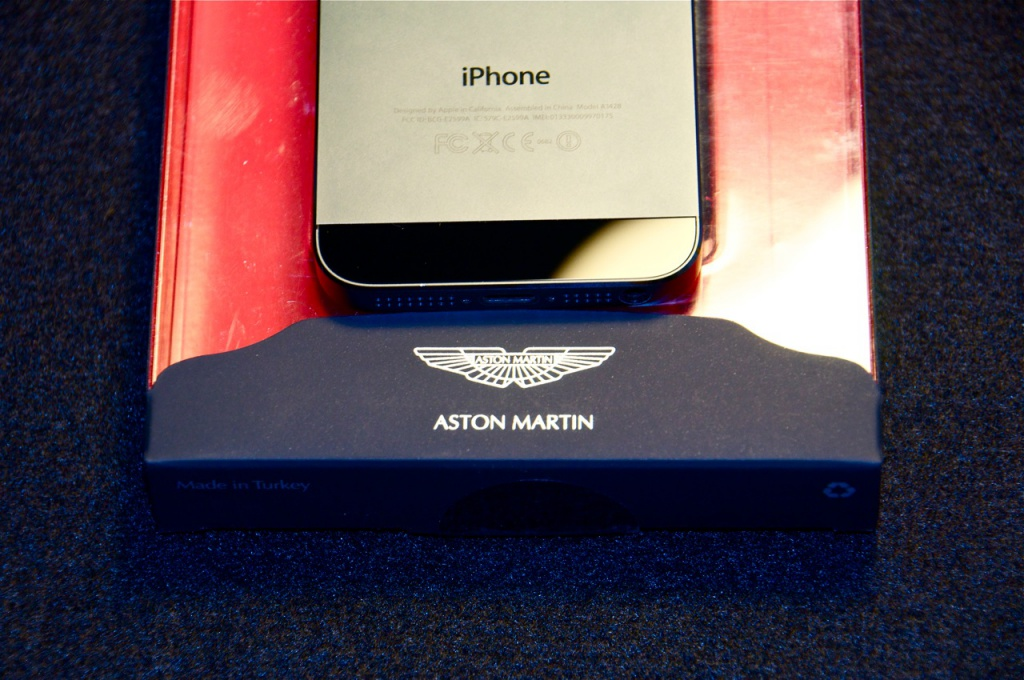 Aston-Martin-released-Case-for-iPhone.jpg